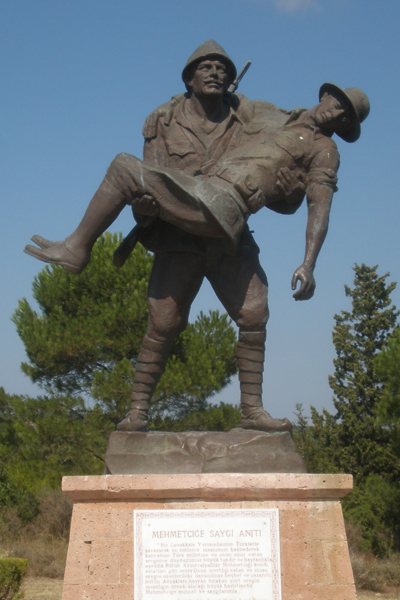 Statue of Turkish soldier carrying a wounded Australian soldier