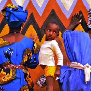 Image 6: Painting murals©1990 Margaret Courtney-Clarke