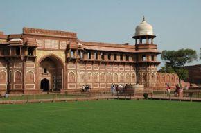 Fort Agra, Image Credit: http://wikitravel.org/en/Agra