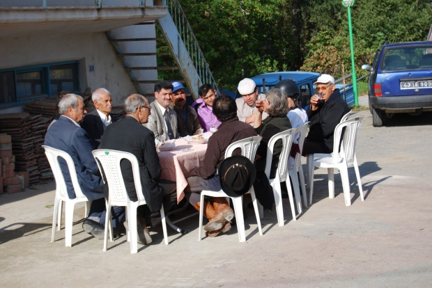A formal welcome: tea in Ücbaş